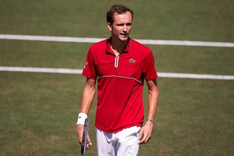 Medvedev brilha em Maiorca e embala para Wimbledon com primeiro título em relva
