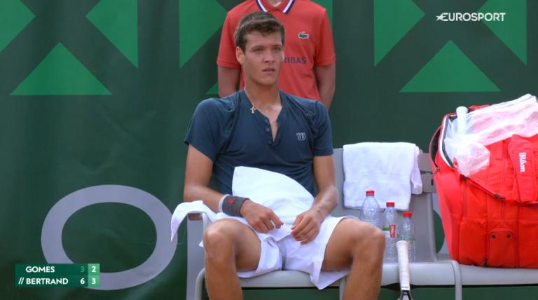 Miguel Gomes ameaça incrível recuperação mas acaba eliminado na estreia em Roland Garros