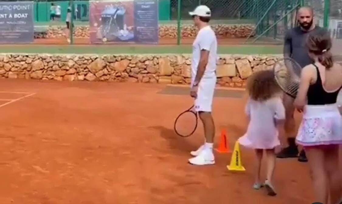 Federer aproveita férias forçadas para fazer treino de luxo com… Thierry Henry