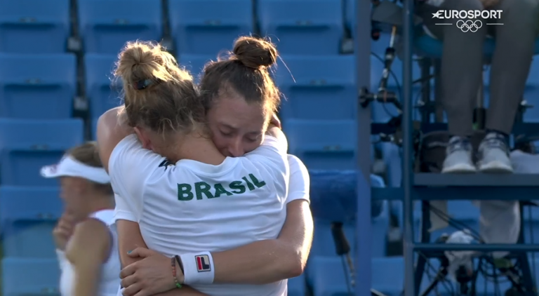 ÉPICO: Stefani e Pigossi salvam quatro match points e conquistam bronze para o Brasil