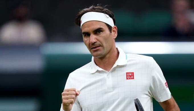 Federer cada vez melhor triunfa rumo aos 'quartos' de Wimbledon pela 18.ª vez
