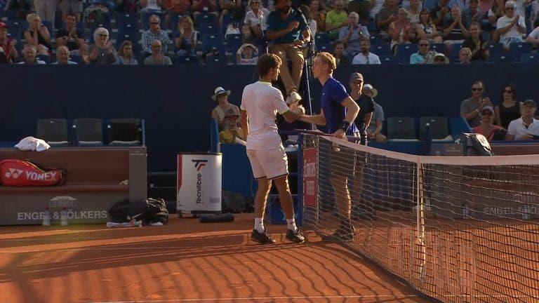 Em estado de choque! Shapovalov perde com 249.º do mundo depois das 'meias' de Wimbledon