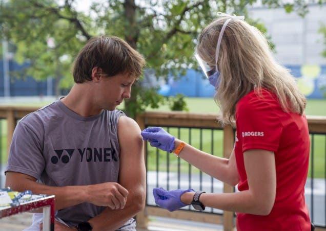Tennis Canada promove iniciativa com prémios e oferece vacinas contra a Covid-19