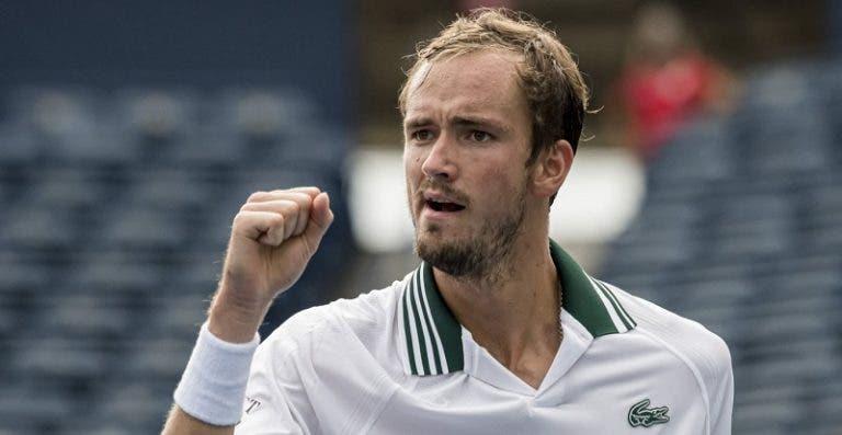 Medvedev não dá chances da Opelka e vence quarto Masters da carreira em Toronto