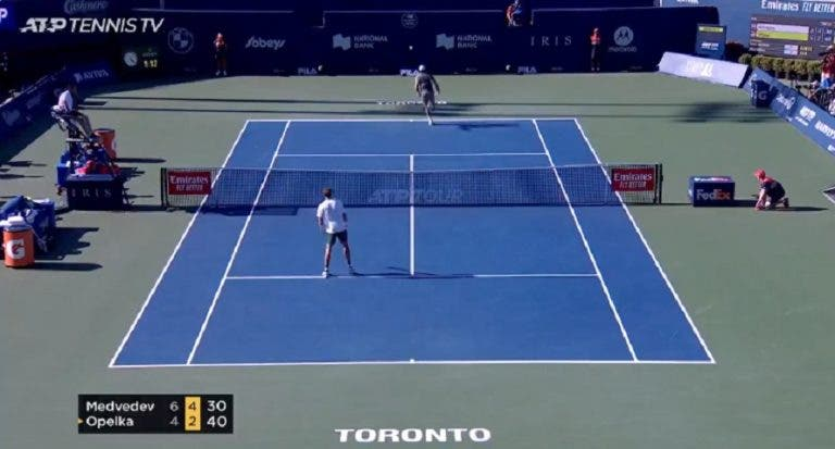 [VÍDEO] Medvedev conquistou Toronto com pontos… como estes