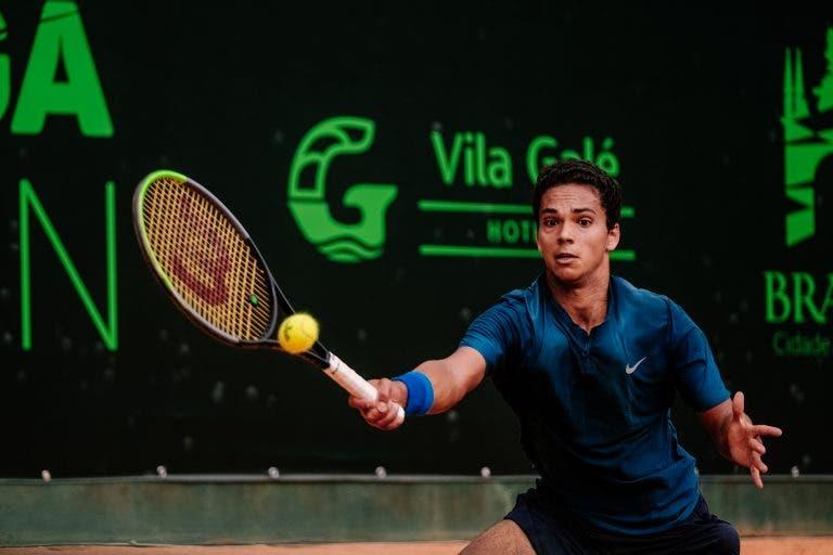 Pedro Araújo soma grande vitória contra cabeça-de-série (com direito a pneu) no Loulé Open