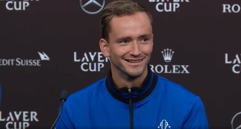 Medvedev provoca Djokovic na Laver Cup: «Tem de arranjar o Wi-Fi da academia dele!»