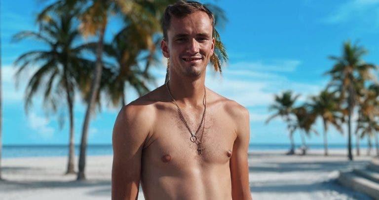 Medvedev foi de férias após ganhar o US Open e mudou de visual