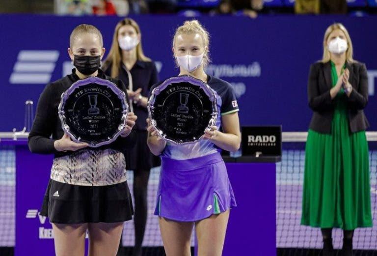 Ostapenko e Siniakova reclamam do formato dos pares e preferem 3.º set completo